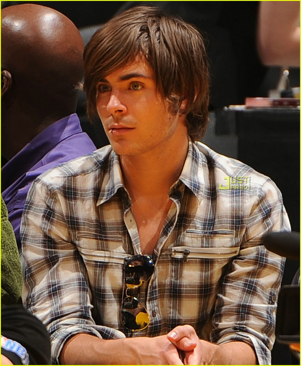 zac efron lakers rockets 01