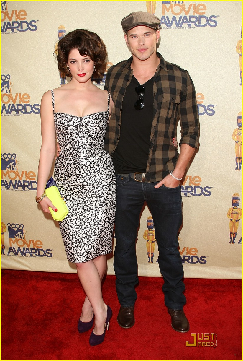 ashley greene kellan lutz mtv movie awards 01