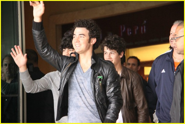 jonas brothers europe tour dates 05