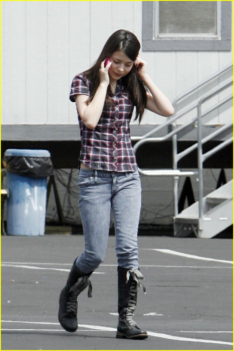 miranda cosgrove plaid pretty 05