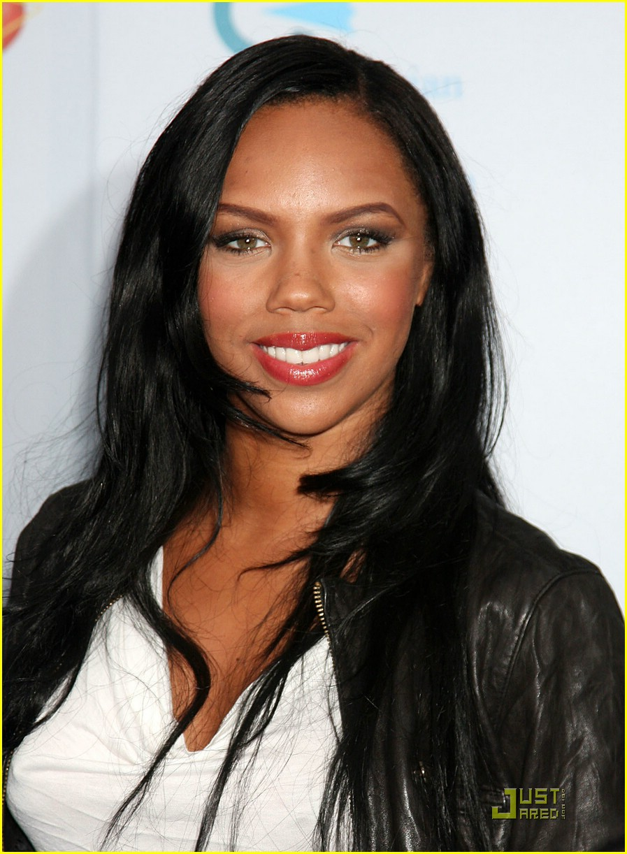 kiely williams teeth