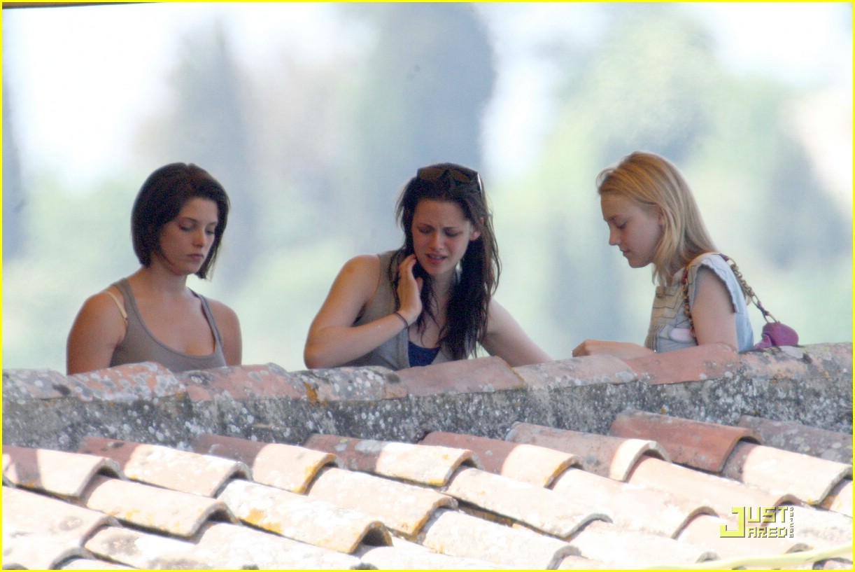 kristen stewart lunch with ladies 02