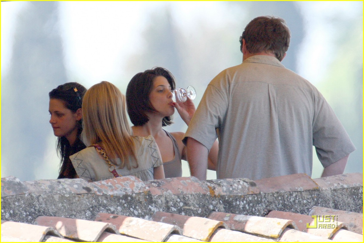 kristen stewart lunch with ladies 03