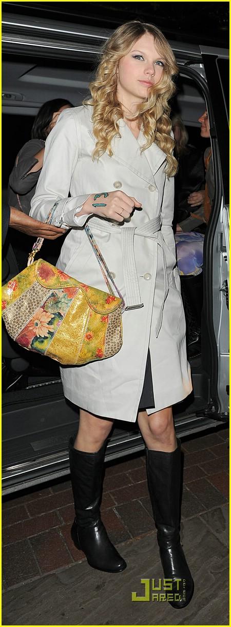 Full Sized Photo of ta... Taylor Swift