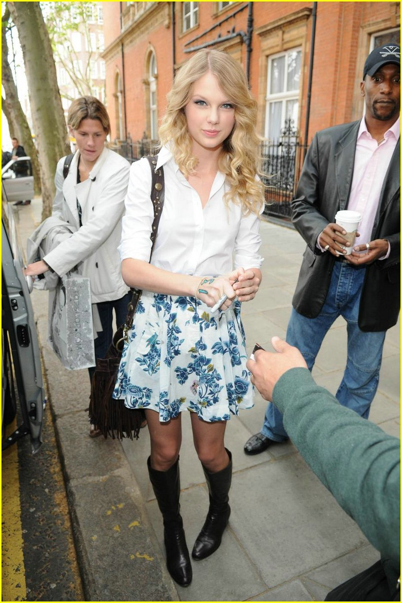 taylor swift floral skirt 03