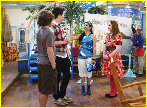 jake austin dylan sprouse bubbles 03