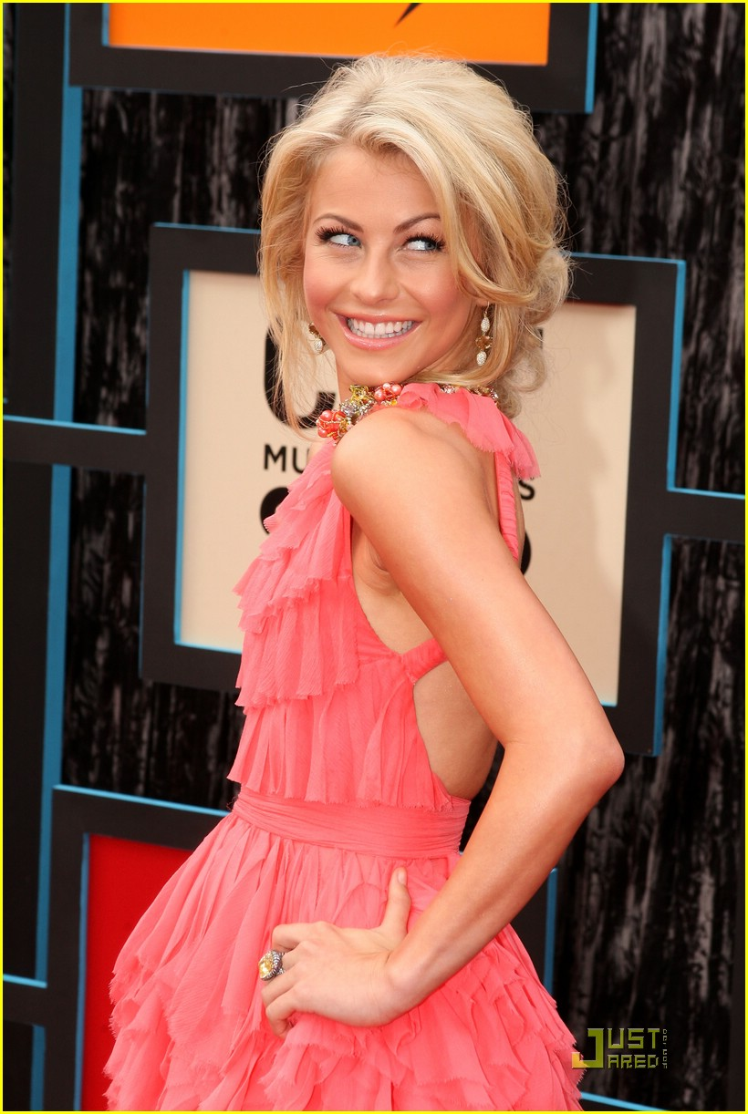 julianne hough cmt music awards 09