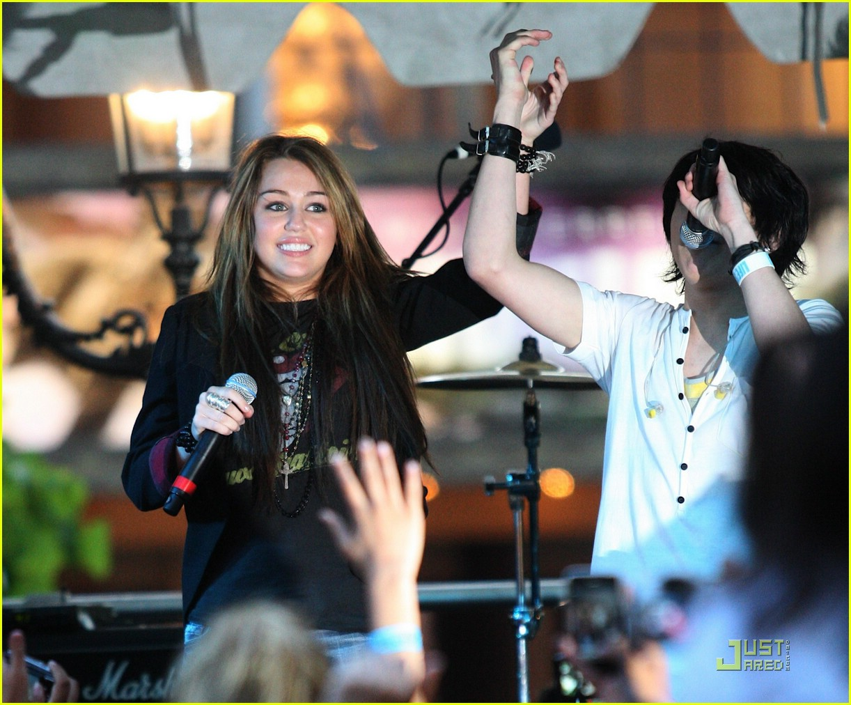 miley cyrus mitchel musso the grove 11