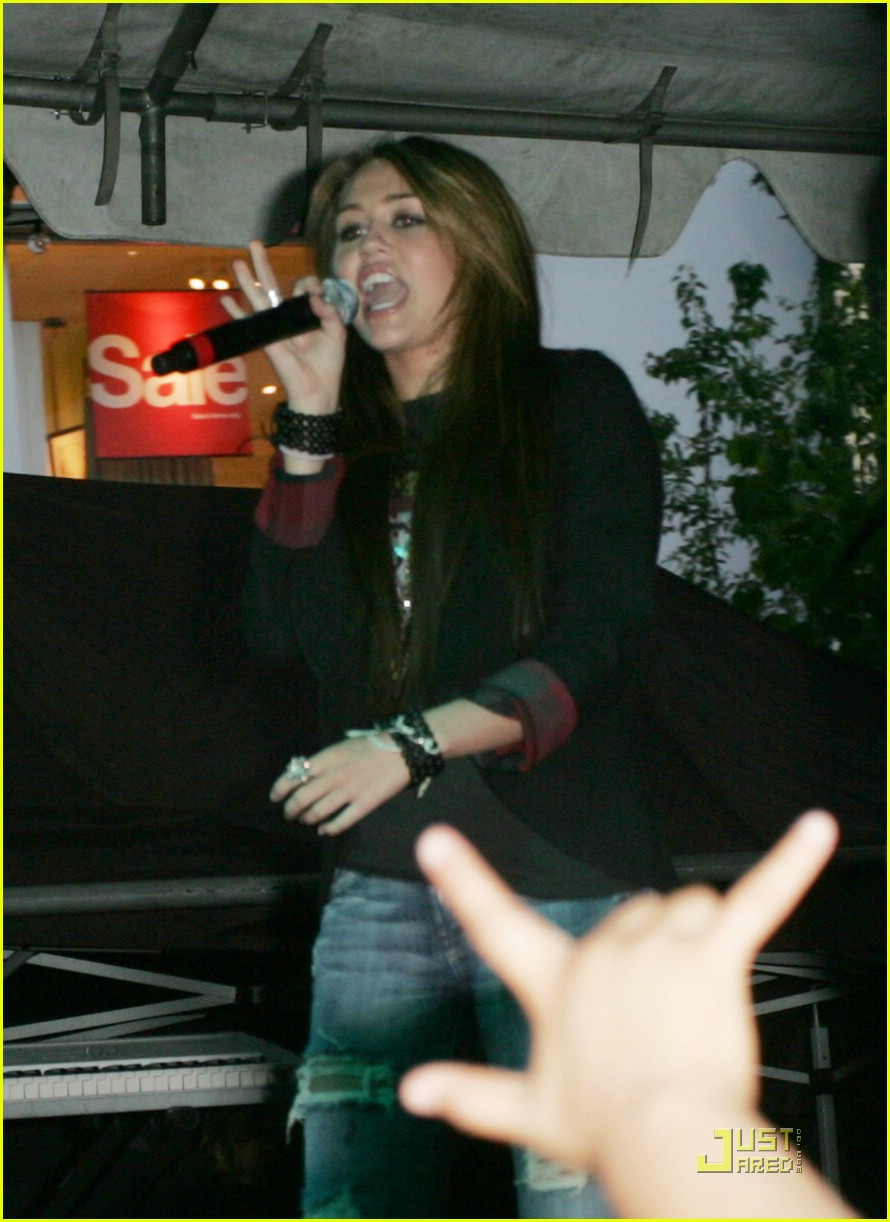 miley cyrus mitchel musso the grove 19