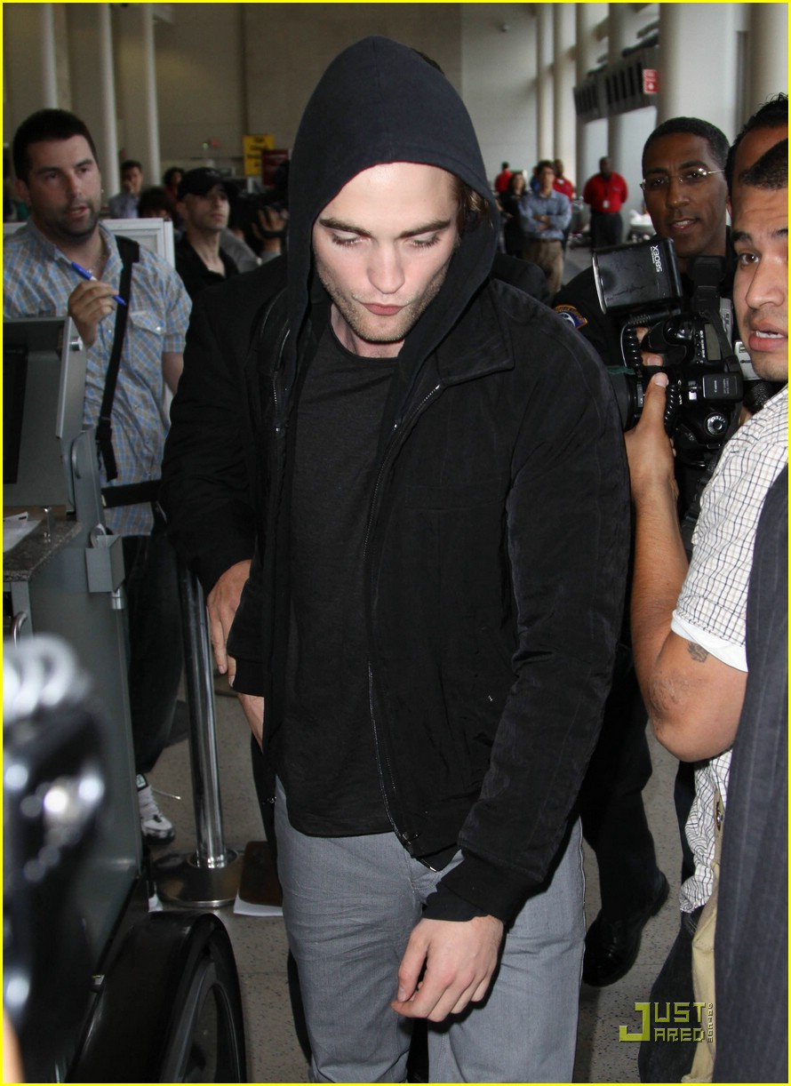 robert pattinson black hoodie hot 03