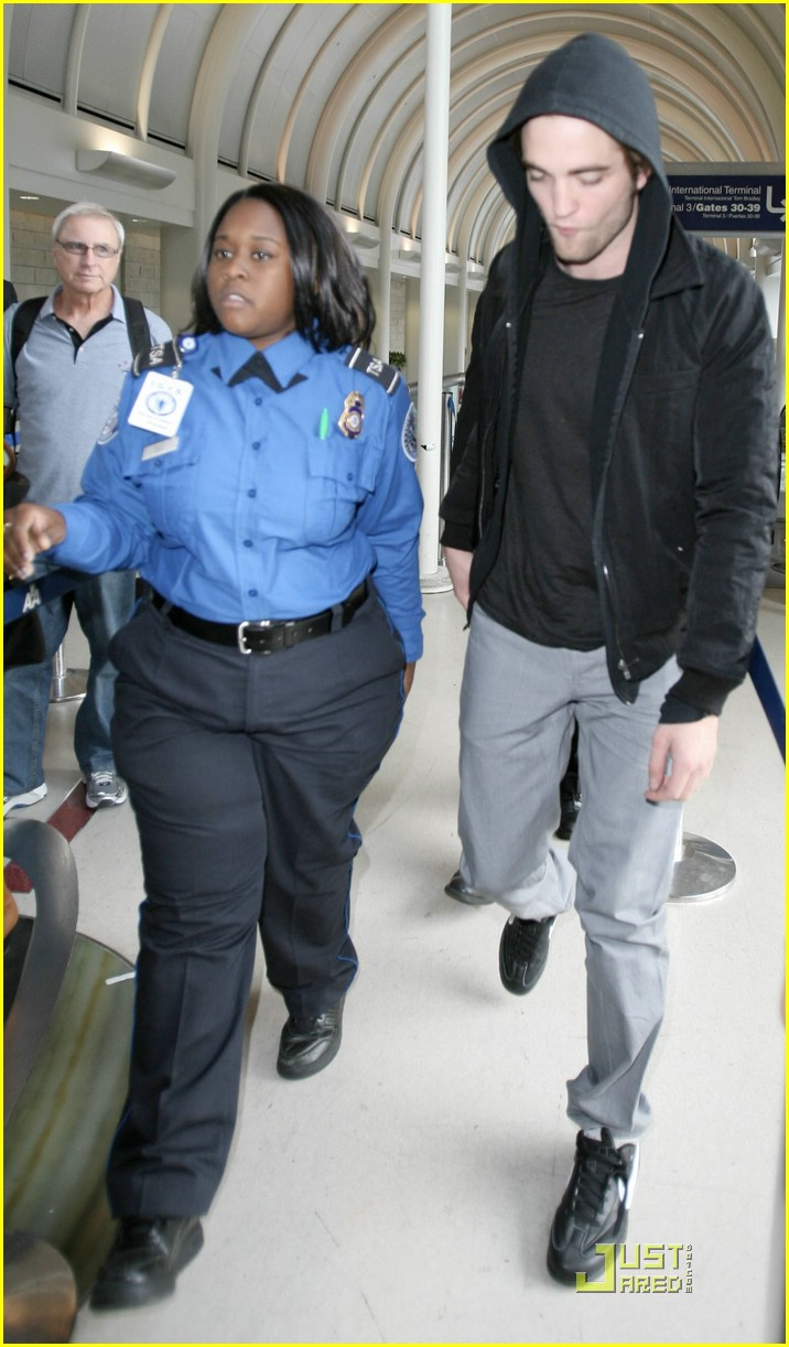 robert pattinson black hoodie hot 07