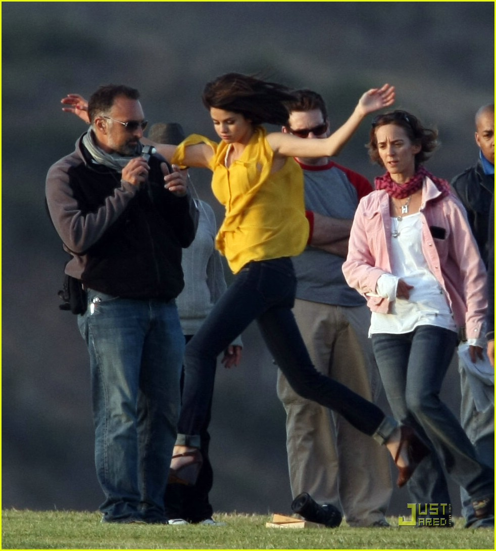 selena gomez nick jonas wiffle ball 04