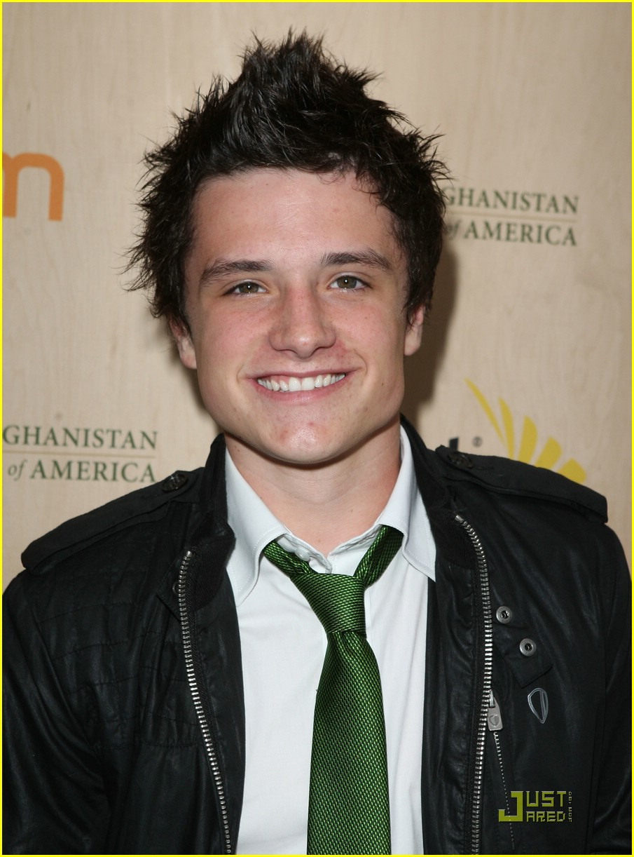 simon curtis josh hutcherson palm party 08