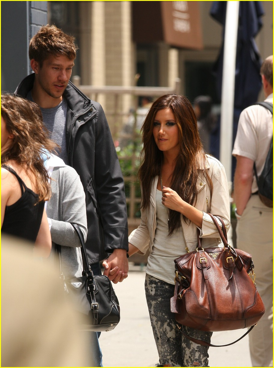 ashley tisdale scott speer starbucks 06
