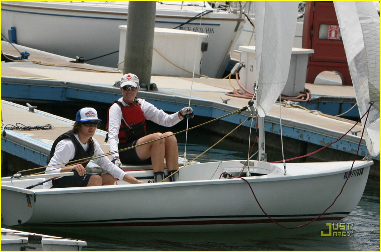 zac efron sets sail 01