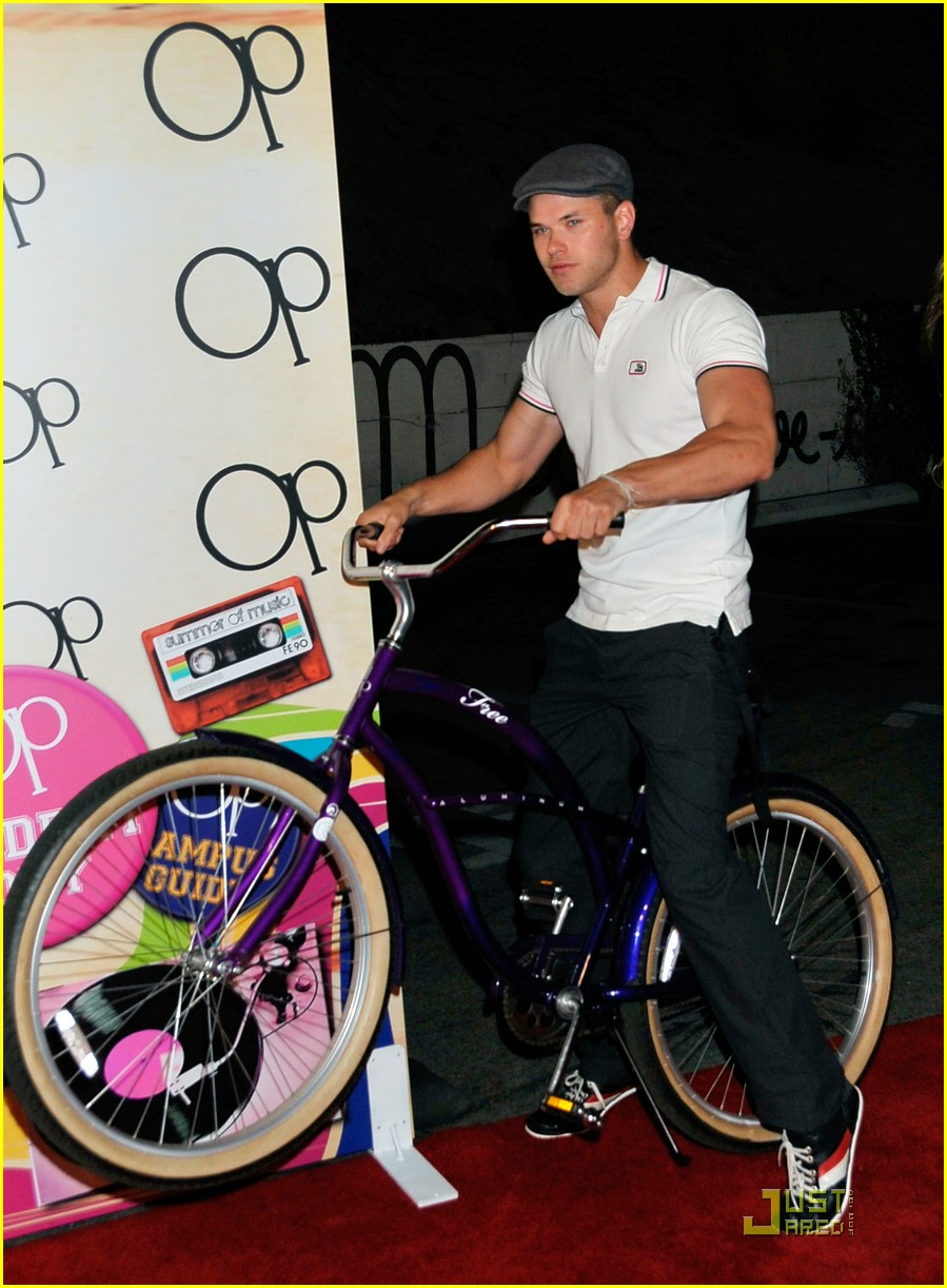 kellan lutz pop wheely 04