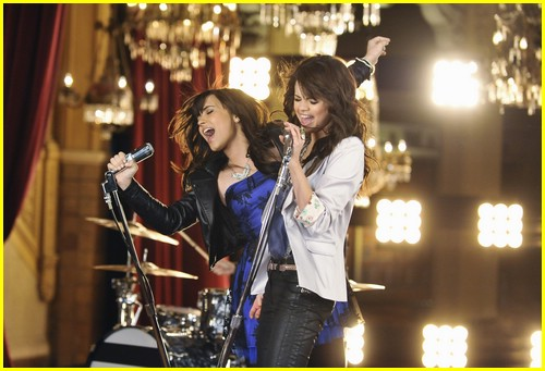 Selena Gomez & Demi Lovato are One And The Same | Photo 215581 - Photo Gallery | Just Jared Jr.