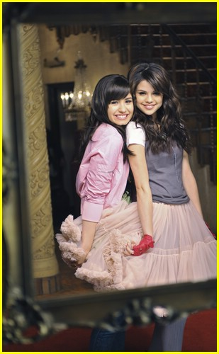 Selena Gomez & Demi Lovato are One And The Same | Photo 215591 - Photo Gallery | Just Jared Jr.