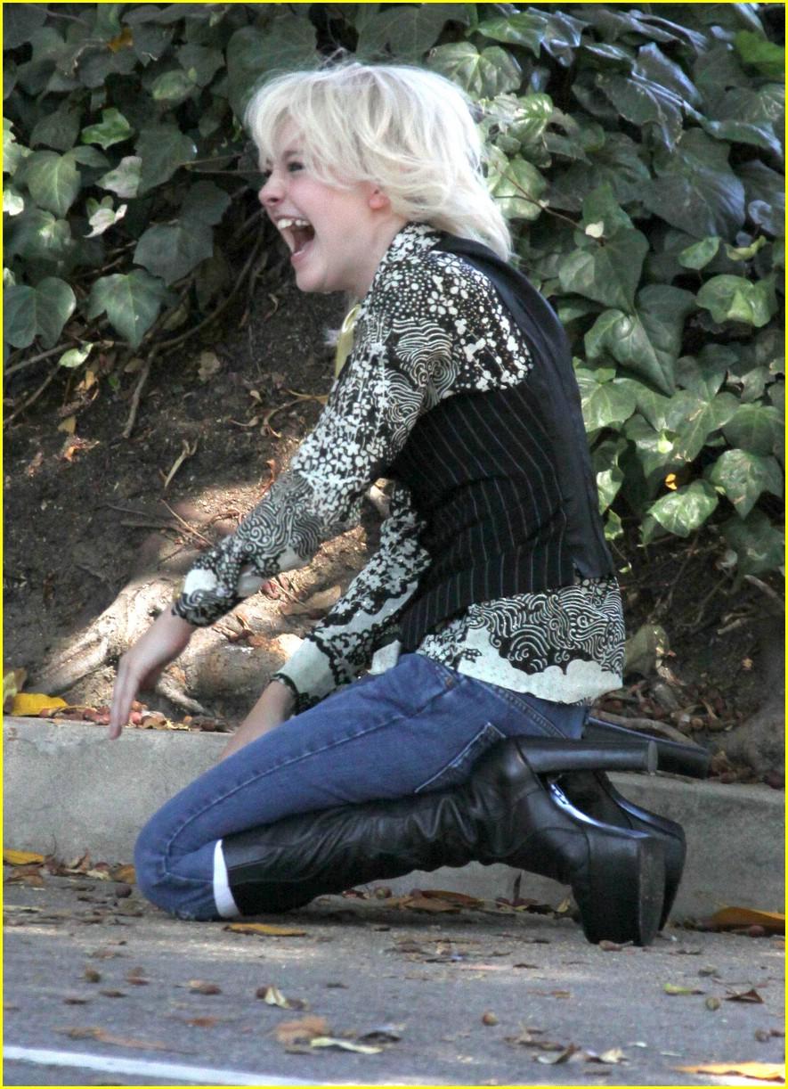 This Photo Set  New BFF costars Kristen Stewart and Dakota Fanning    Kristen Stewart And Dakota Fanning In The Runaways