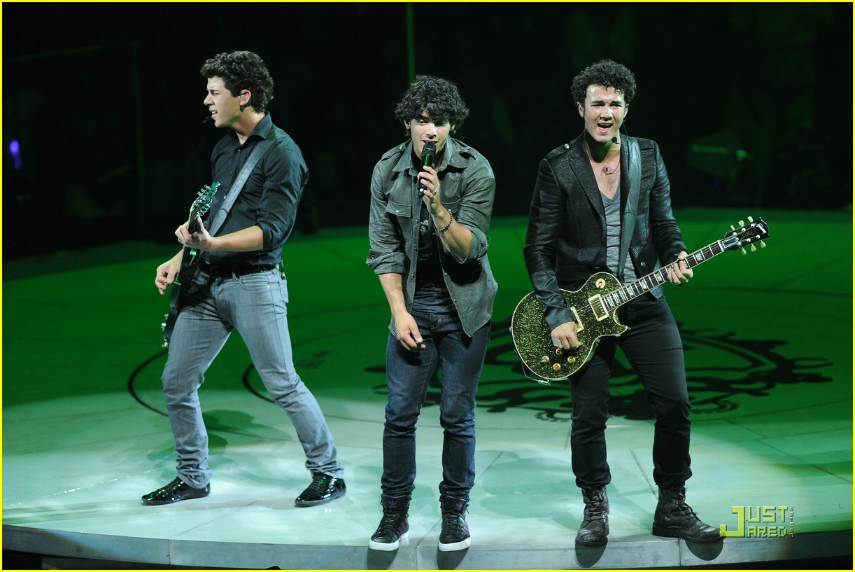 jonas brothers take over tampa 03