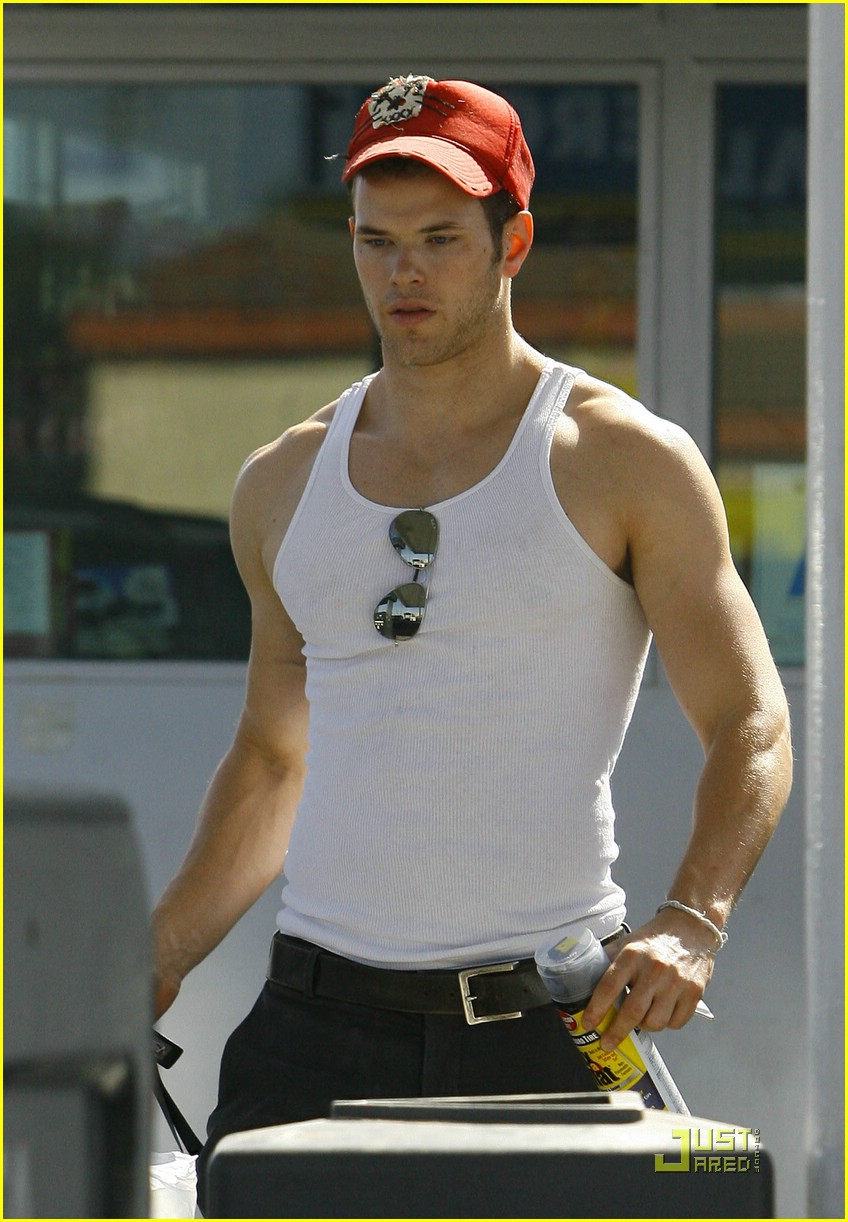 kellan lutz fix flat 05