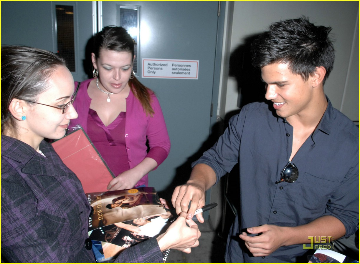 taylor lautner fan friendly 02