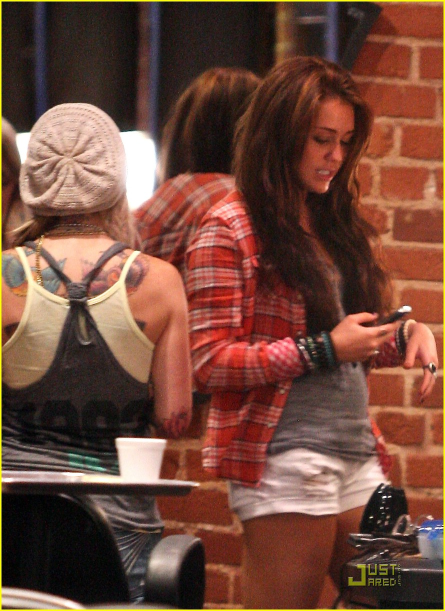 miley cyrus kelly preston morton mates 13