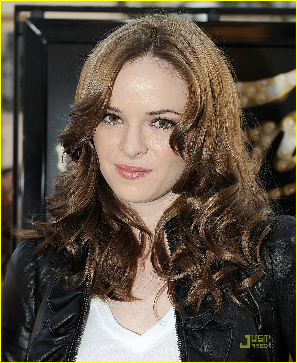 danielle panabaker fame premiere 06