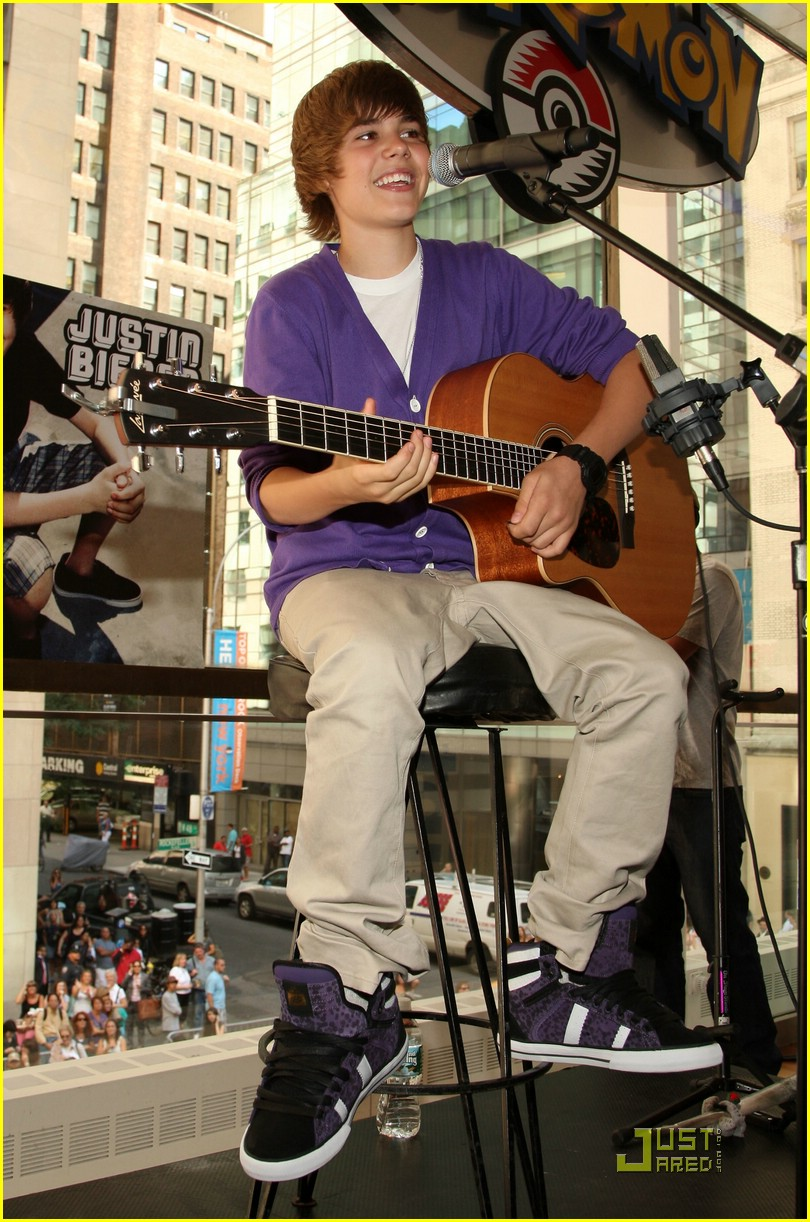 justin bieber nintendo store 06