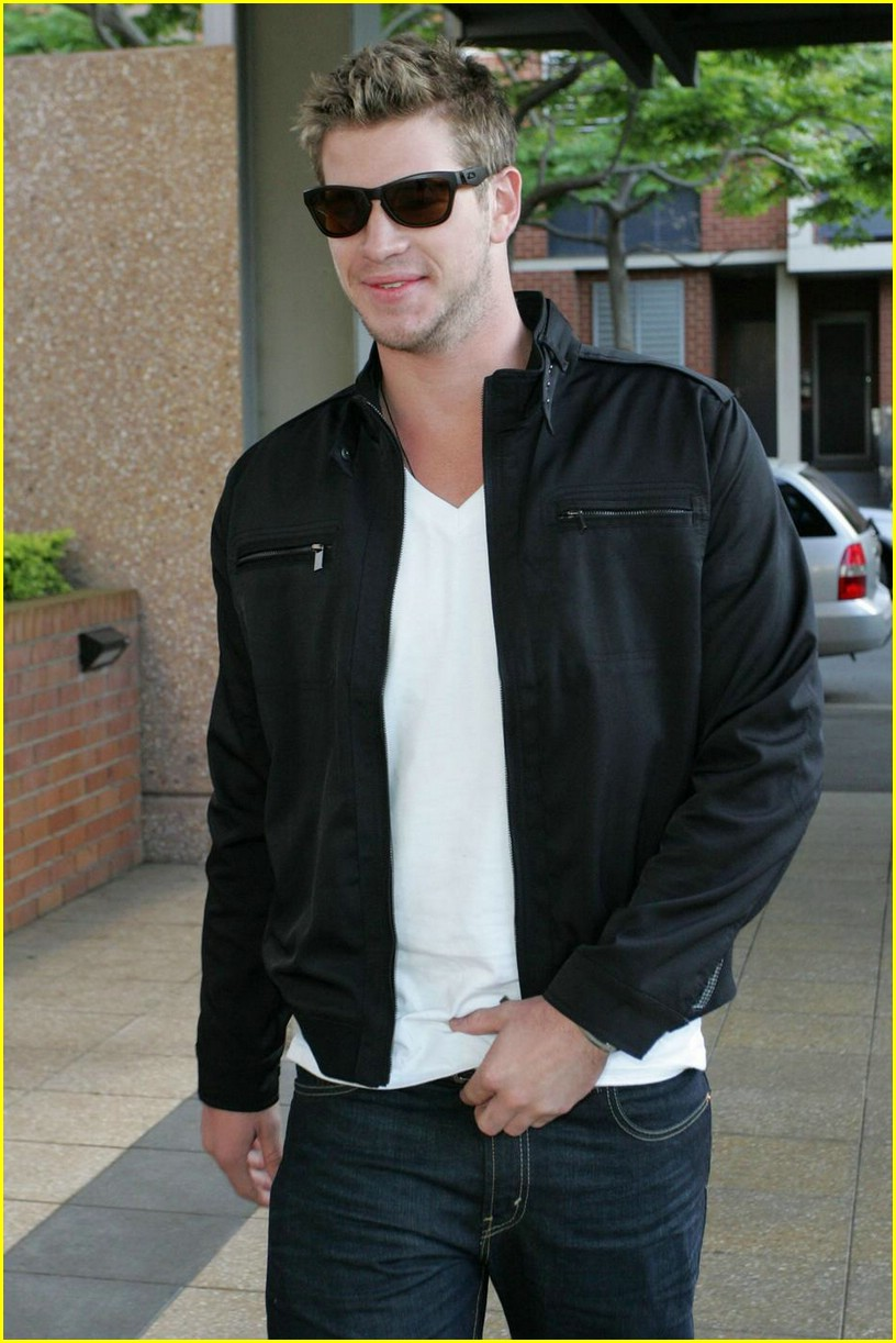 liam hemsworth nova nifty 04