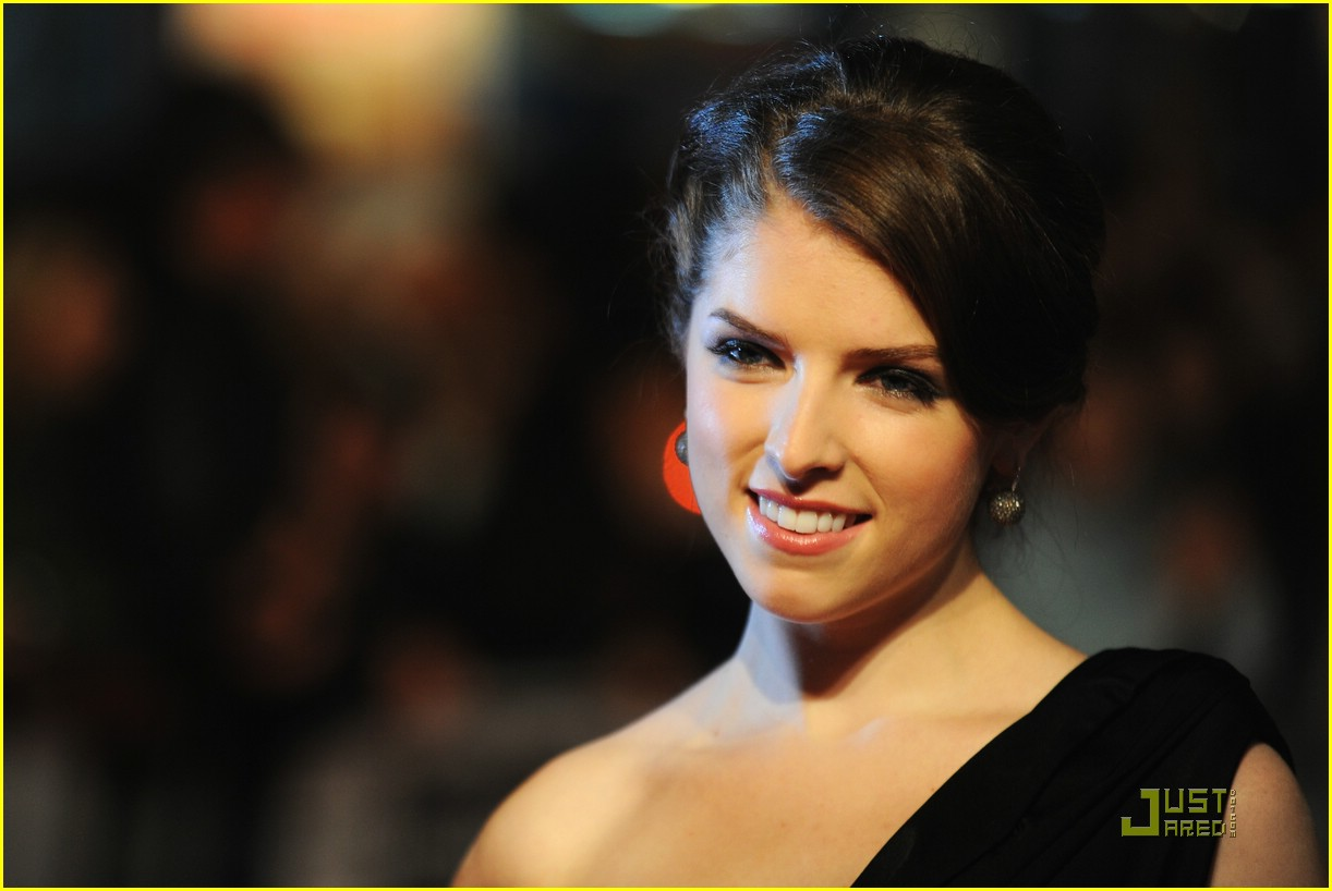 Full Sized Photo of anna kendrick up air 12 | Anna Kendrick is Up In ...