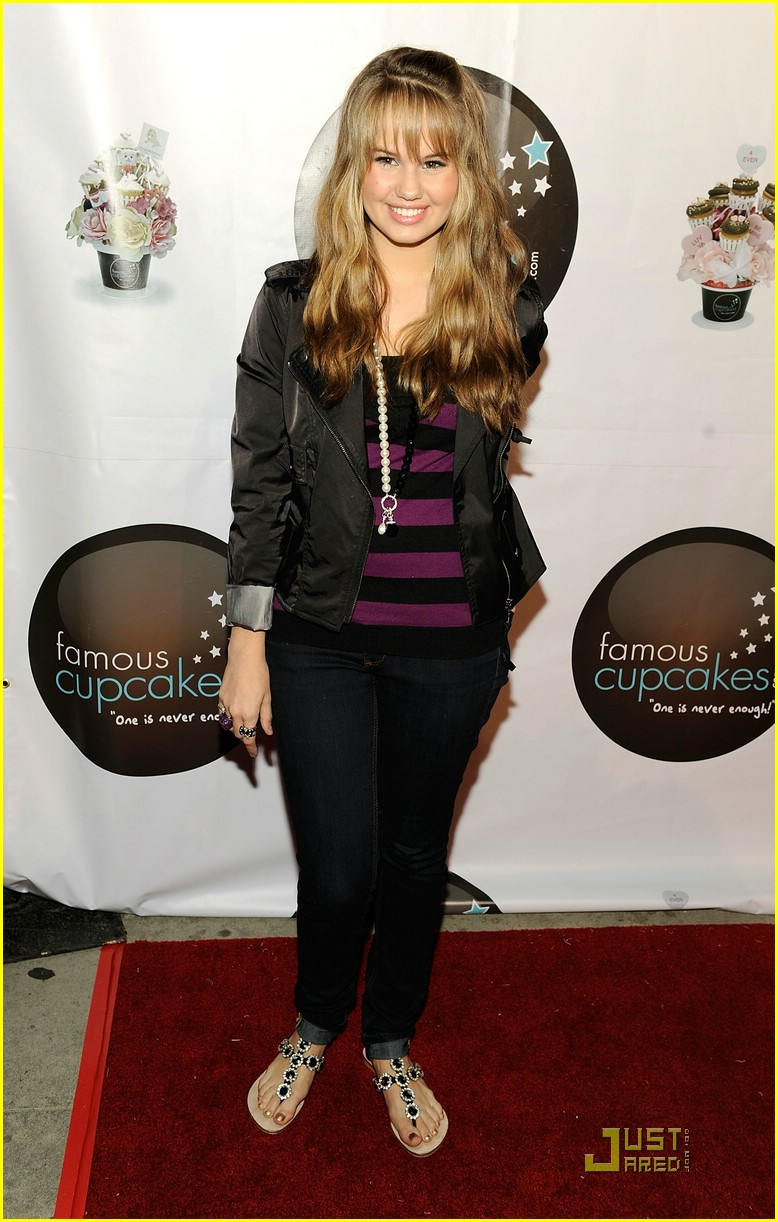debby ryan famous cupcakes 01