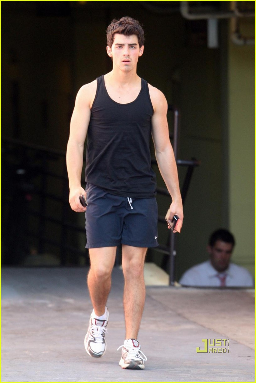 joe jonas short new haircut 03