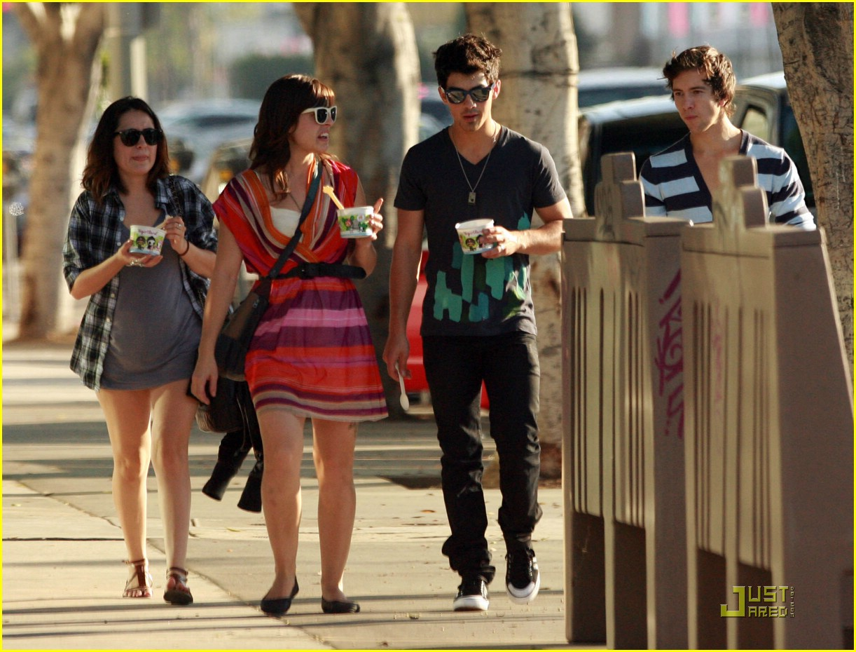 joe jonas yogurt yummy 11