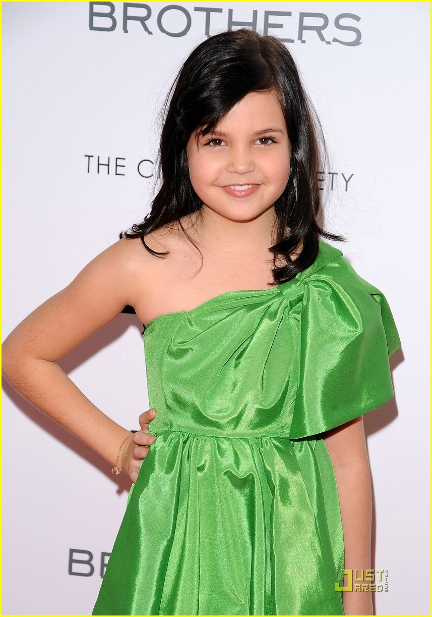 bailee madison brothers premiere 02