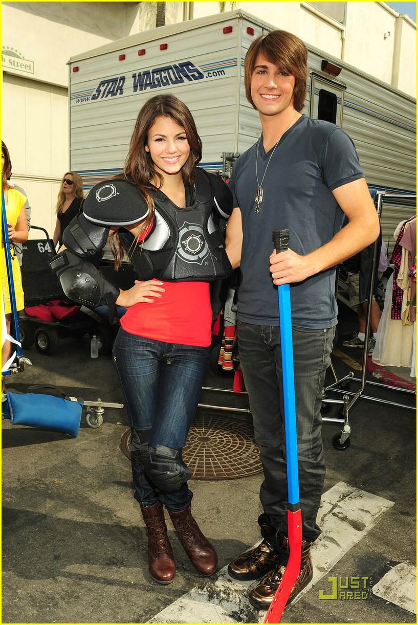 Miranda Cosgrove and James Maslow - Dating Gossip News Photos
