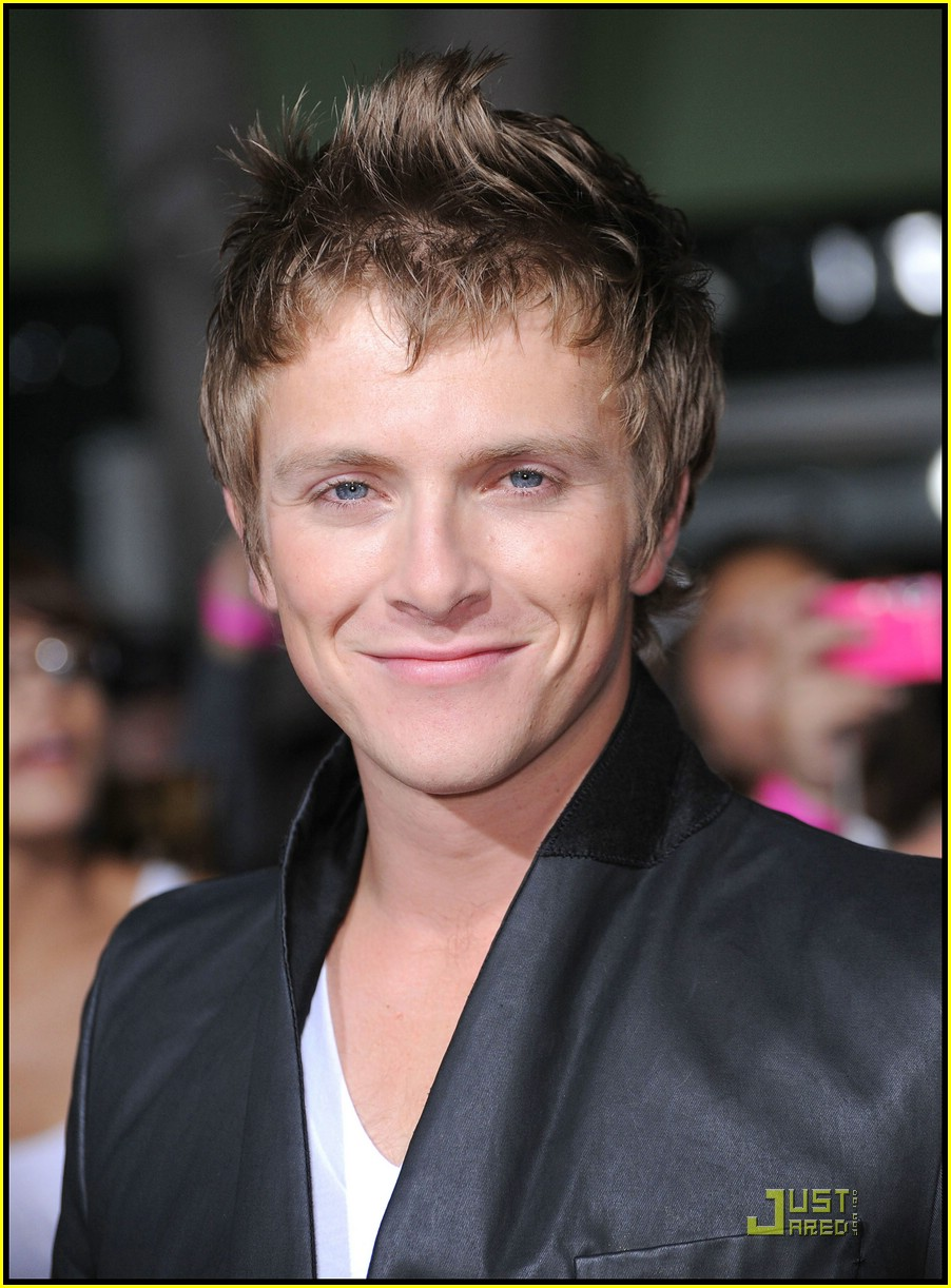charlie bewley dakota fanning eyes 12