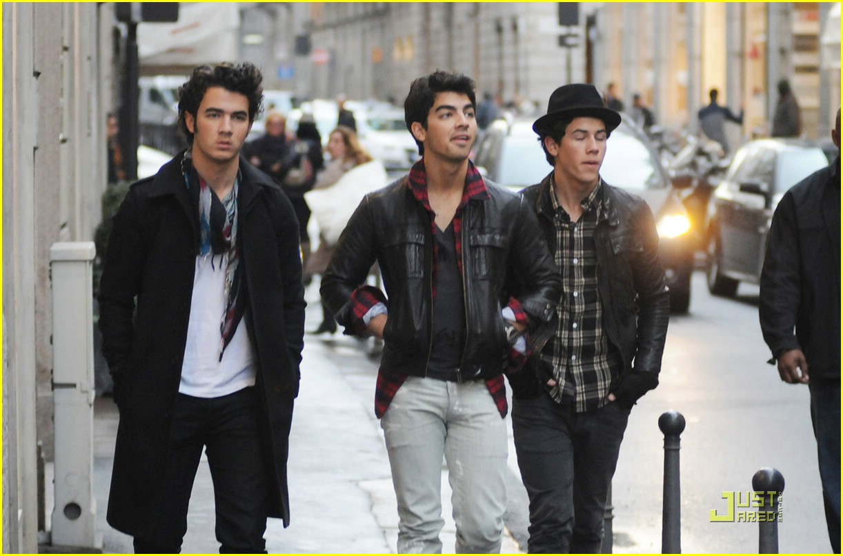 jonas brothers milan men 01
