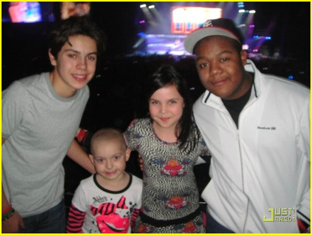 bailee madison zoe jingle ball 04