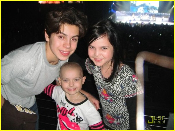 bailee madison zoe jingle ball 07