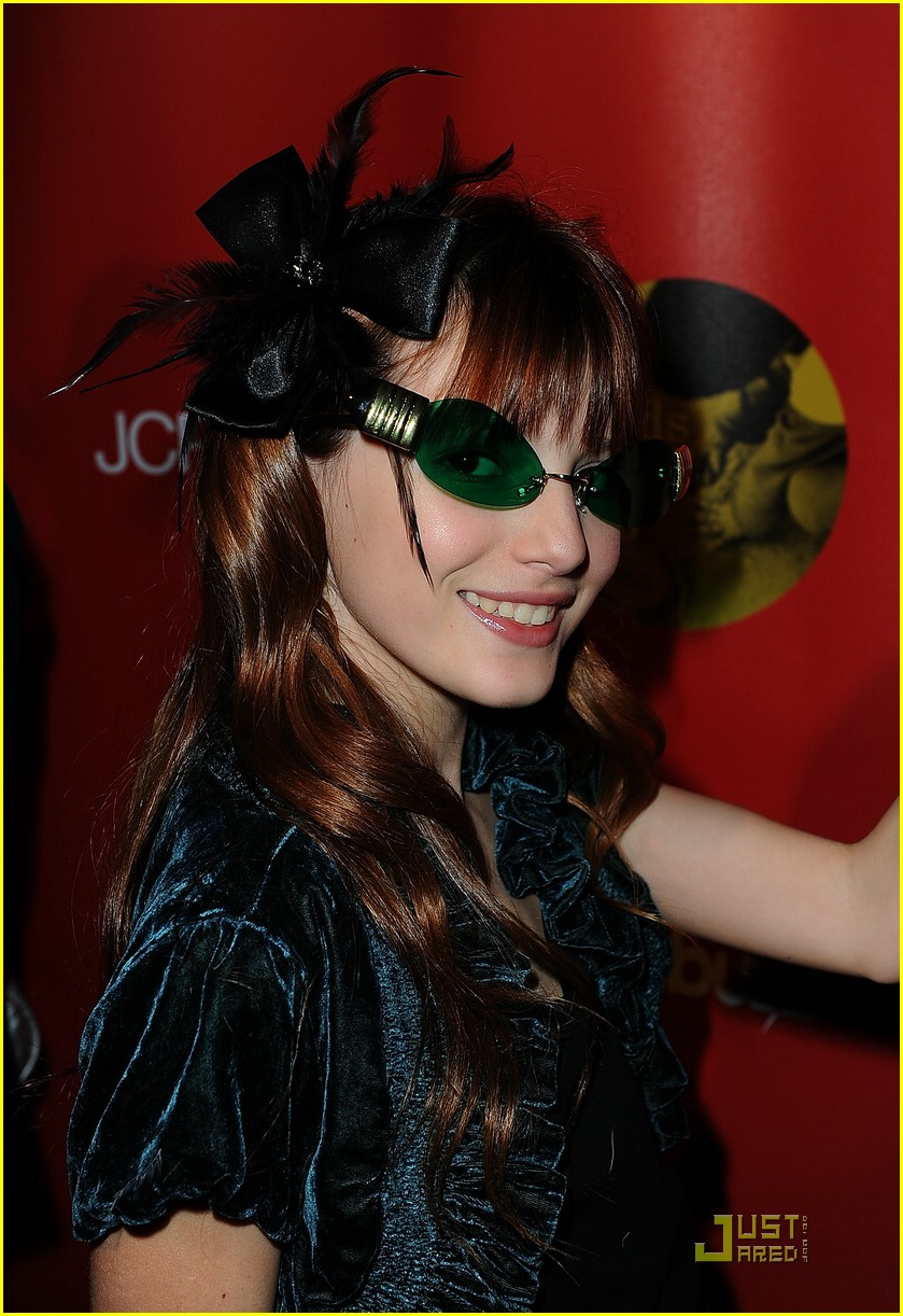 bella thorne joy giving 09