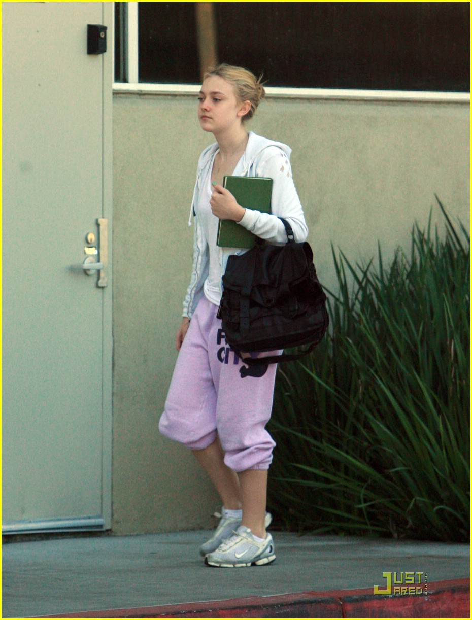 dakota fanning gym junkie 04