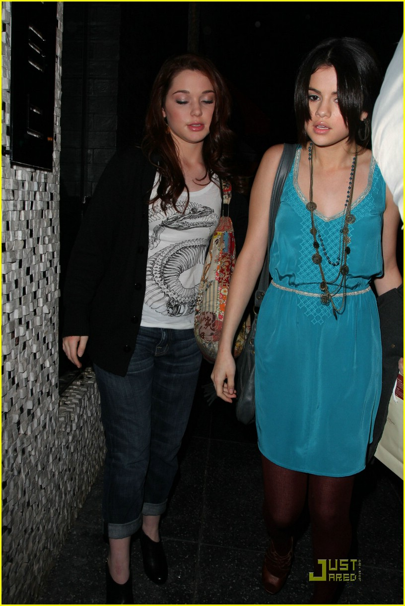 selena gomez jennifer stone east 08