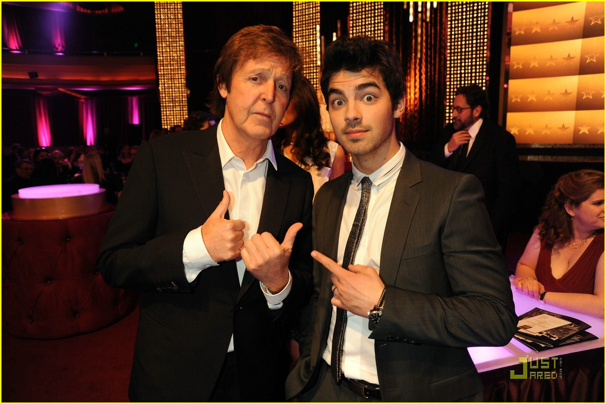 joe jonas paul mccartney 02