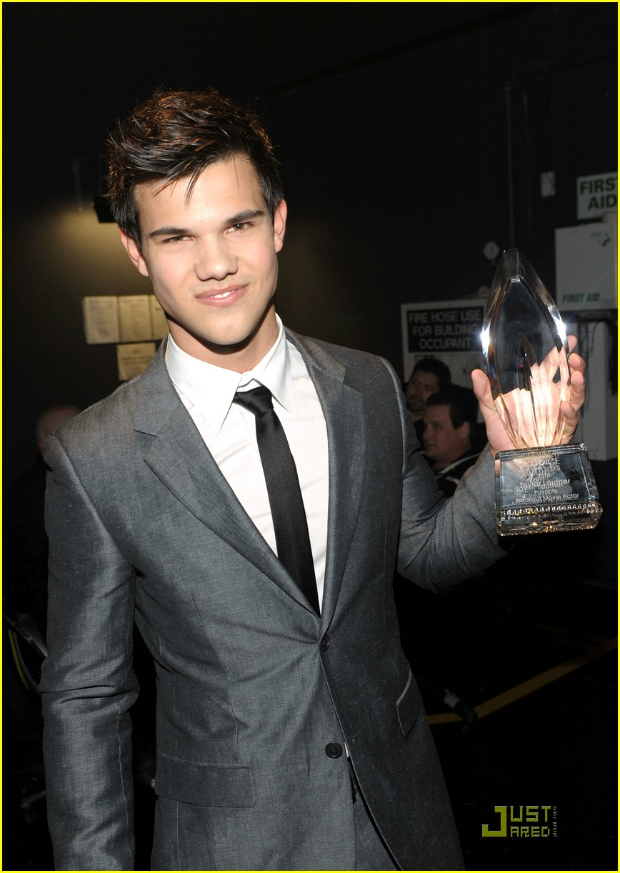 Taylor Lautner Wins Breakout Movie Actor! | taylor lautner movie ...
