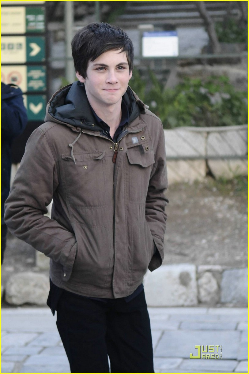 logan lerman alexandra daddario greece 02
