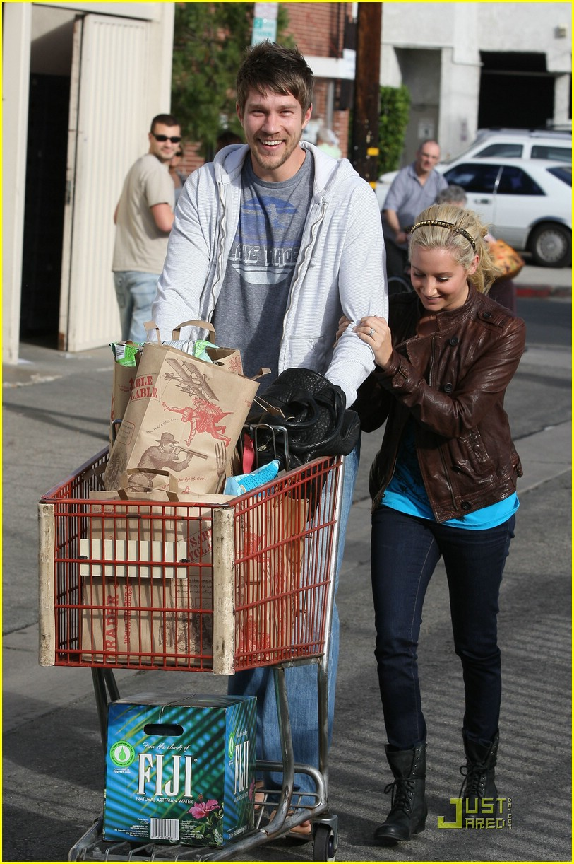 ashley tisdale scott speer trader joes 34