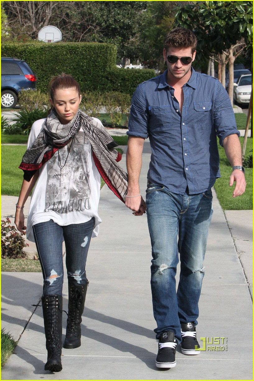 miley cyrus liam hemsworth toluca lake 04