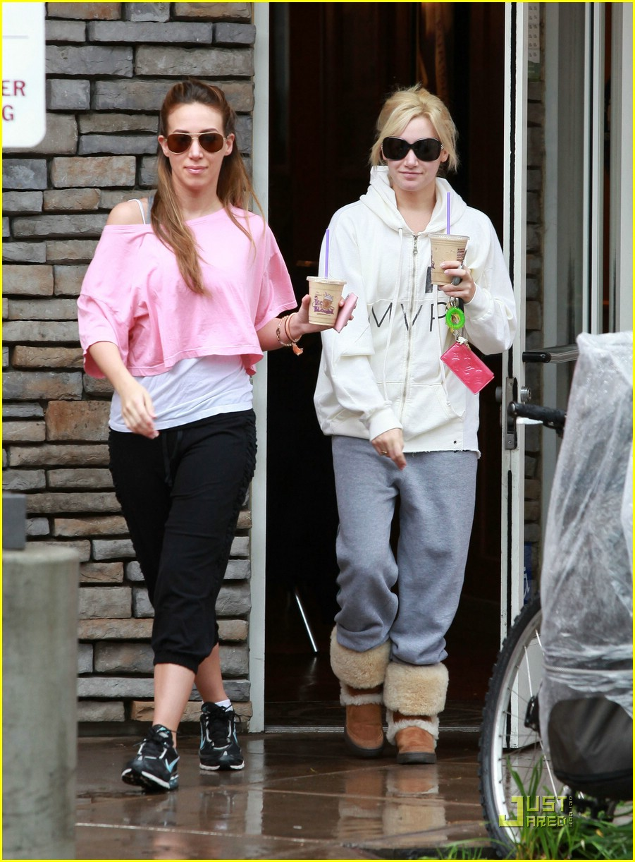 ashley tisdale haylie duff coffee 02