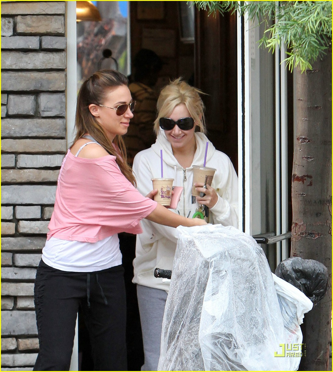 ashley tisdale haylie duff coffee 08